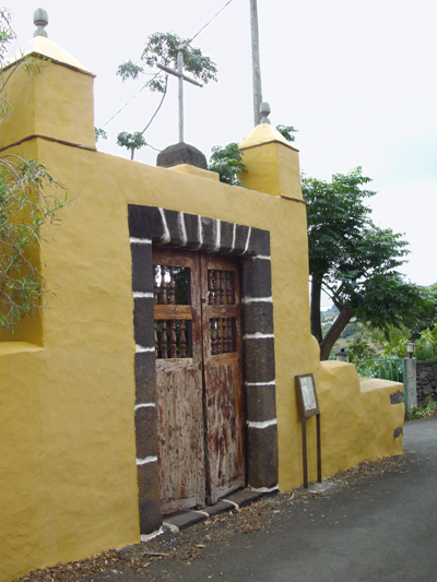 Estate entrance in Bre%C3%B1a Alta, La Palma island with two battlements.