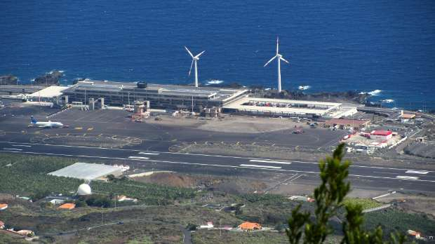 La Palma airport, seen from Las Toscas viewpoint, Mazo, La Palma island
