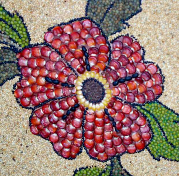 Flower detail made with maize and other seeds, ·Ciorazon Sagrado, El Paso