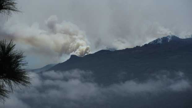 The Mazo fire seen from the road to the Roque at 2:30 pm 05/08/2012