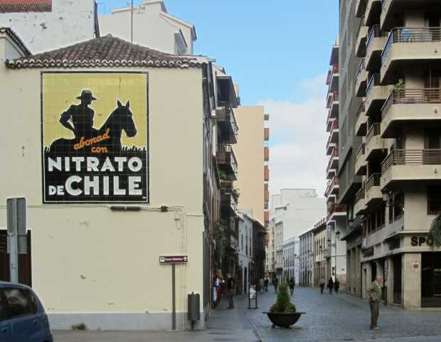 Nitrato de Chile advert, calle Real, Santa Cruz de La Palma