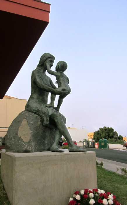 New statue of a mother in San José, Breña Baja